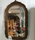 Flot lille gammelt spejl lavet i træ med bronzefinish.