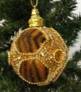 Flot kugle i tigerstribet tekstil dekorereret med guld glimmer og similisten.