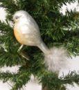 Flot grå fugl med clips dekoreret med fjer og glimmer.