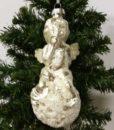 Flot ophæng af en engel på en kugle besat med perler.