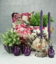 mett-mari-dekoration-inspiration-blomster-lilla-puder-lysestager-pletsoelv-370×436