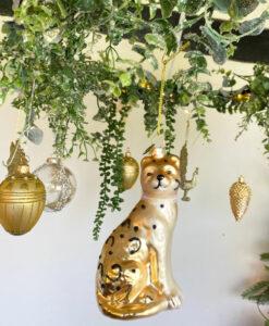 guld julepyntepakke med blandede lækre ophæng, julekugler, fugle, blomster, juletræer og meget mere julepynt.
